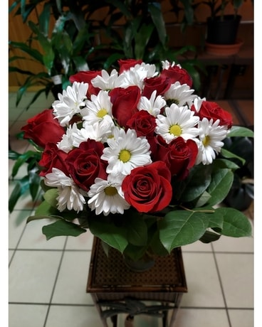 Farm Fresh Roses & Daisies Bouquet