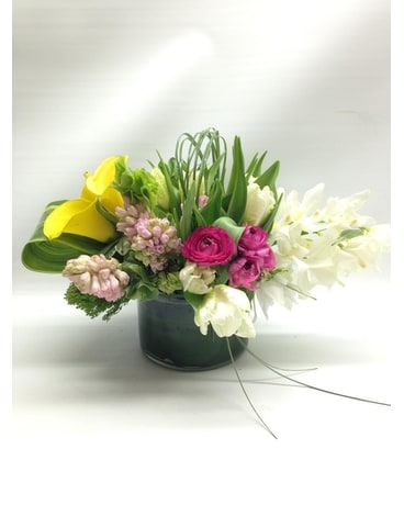 FRESH BLOOMS (F-0692) Flower Arrangement