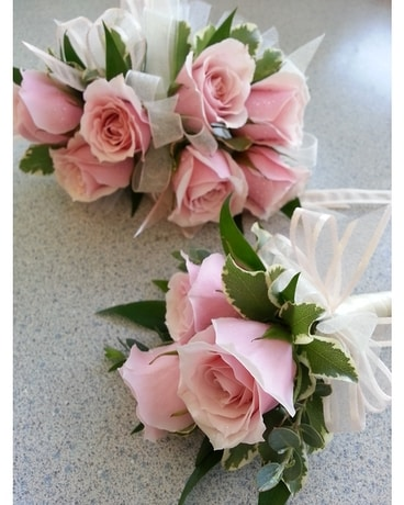 Pink Corsage w/bout Flower Arrangement