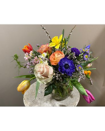 Seasonal Designers Choice Flower Arrangement