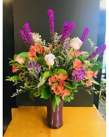 Cheerful and Bright Flower Arrangement