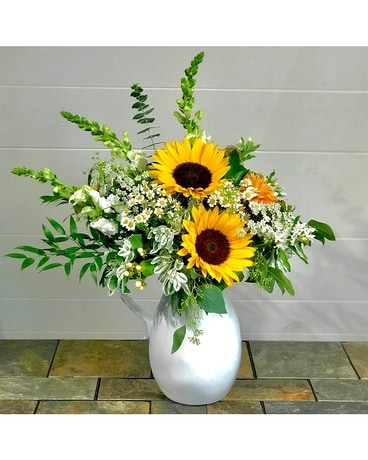 Country Marguerite Flower Arrangement