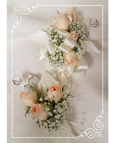 Peaches and Cream corsage Corsage