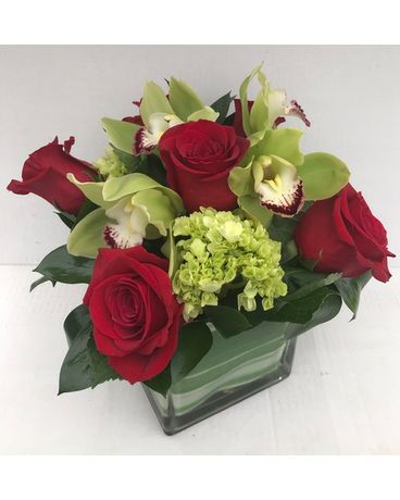 Red Rose Delight Flower Arrangement