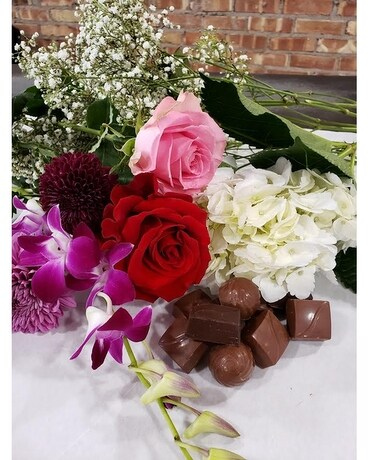 Mothers Day Sweet Treat Special Flower Arrangement