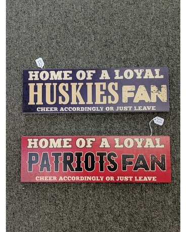 Patriots/ Huskies Sign Gifts