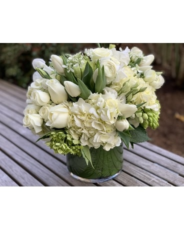 White simplicity bouquet Flower Arrangement