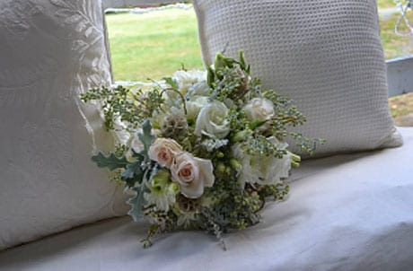 white and off-white bridal bouquet