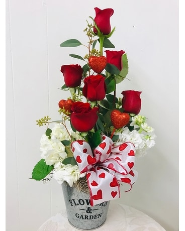 STRUCK BY YOUR LOVE Flower Arrangement