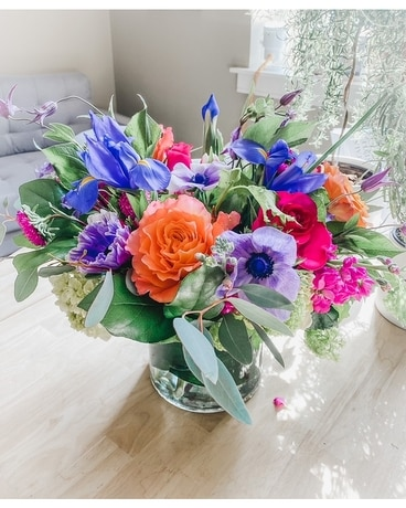 LOW AND COMPACT Flower Arrangement