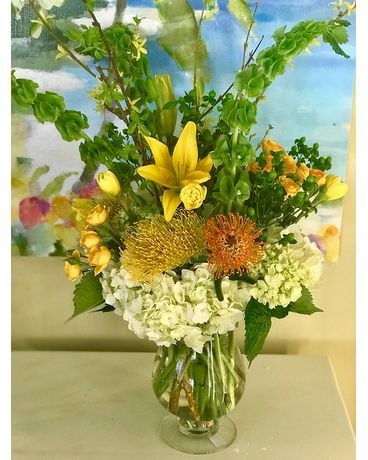 Kissed by citrus Flower Arrangement
