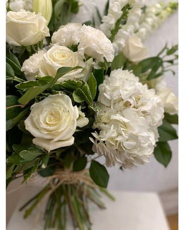 Neutrals Flower Arrangement