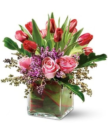 Teleflora's Sweetheart Kiss Flower Arrangement