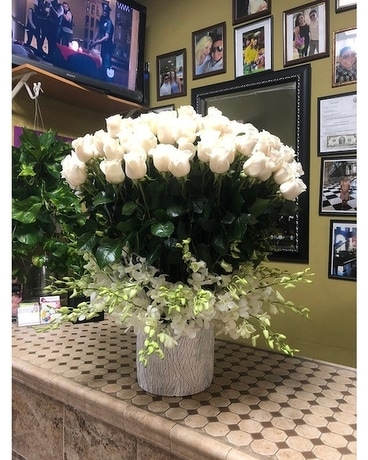 Fresh & White Flower Arrangement