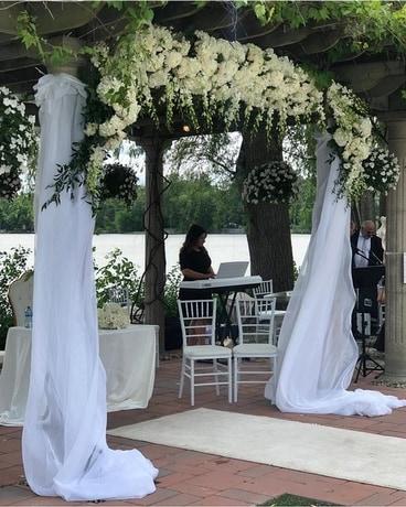 Outdoor Wedding In Laval Qc La Grace Des Fleurs