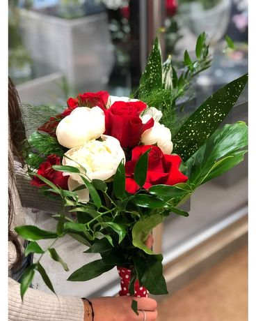 Classy Red & white Bouquet with Grad Bear Flower Arrangement