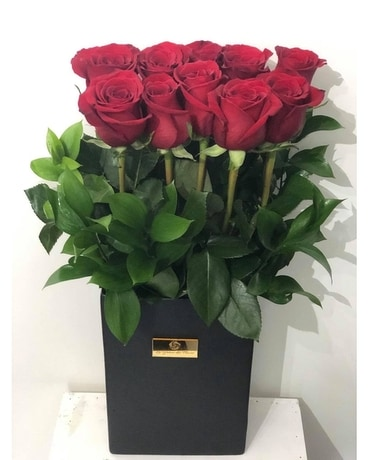 RED CLASSICO Flower Arrangement
