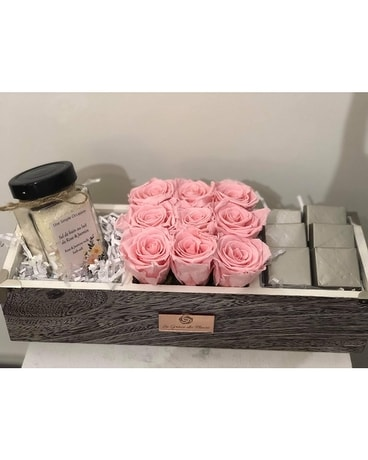 PAMPER BOX Flower Arrangement