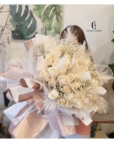 Swan by Secret Garden (White. Ver) Flower Arrangement