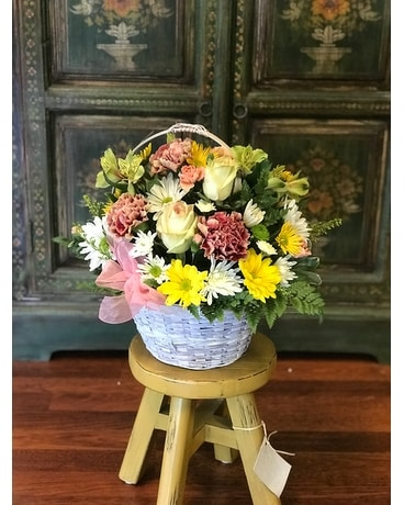 Gordon Hill Country Charm Flower Arrangement