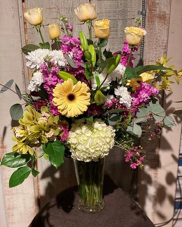 Soft and Spectacular Flower Arrangement