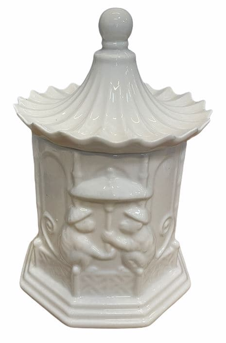 Porcelain Pagoda Amber Scented Soy Wax Candle