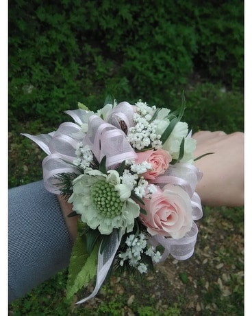 Elegant corsage Flower Arrangement