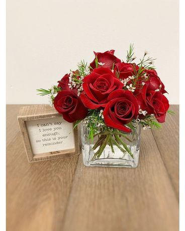 Dozen Roses Gift Set Flower Arrangement