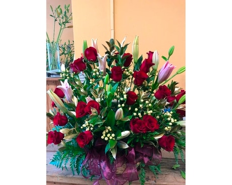 24 RED ROSES IN BASKET (4 LILIES DESIGNER CHOICE) Flower Arrangement