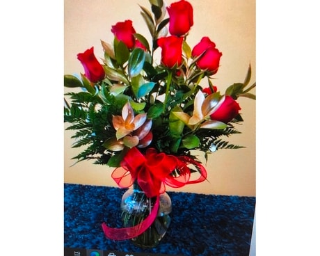 12 RED ROSES MODERN Flower Arrangement
