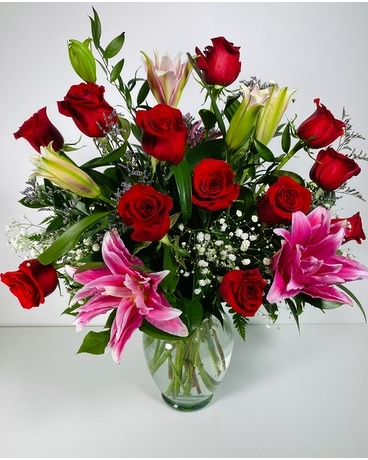 Executive Dozen Roses Flower Arrangement