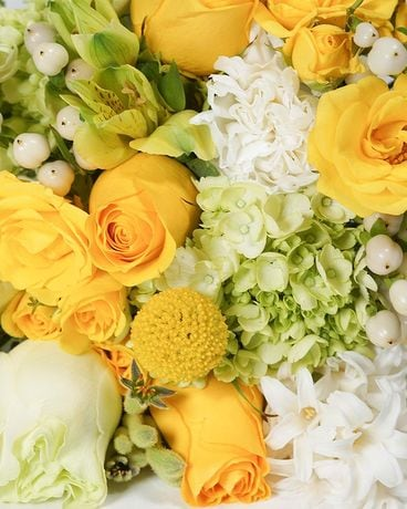 Designer's Choice: Lemon Lime Colors Flower Arrangement