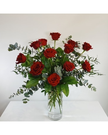 Traditional Dozen Red Roses Flower Arrangement