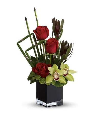 Rose Oasis Flower Arrangement
