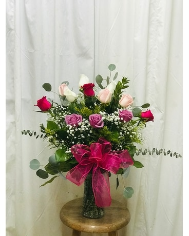 Weekly Special (Mixed Color Roses) Flower Arrangement