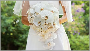 How To Match Your Bridal Bouquet To Your Wedding Gown