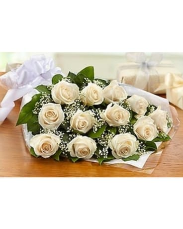 12 WHITE ROSES PRESENTATION BOUQUET Bouquet
