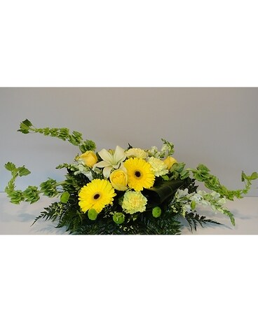 Summer Fresh Centerpiece Flower Arrangement