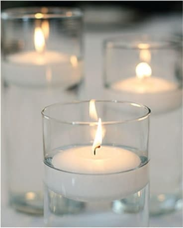 Cylinder Vase Floating Candles Als Wedding Arrangement