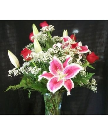 R006 Stargazer Lily and 6 Red Rose Arrangement Flower Arrangement