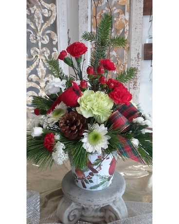 CARDINAL CHRISTMAS Flower Arrangement