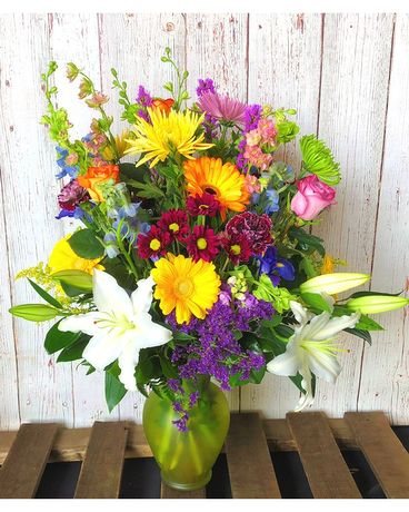 Bobbie's Collection Deluxe Flower Arrangement