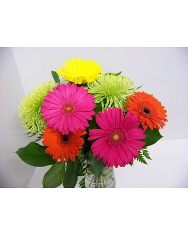 COLONIAL'S SPRING & SUMMER SPLASH Flower Arrangement