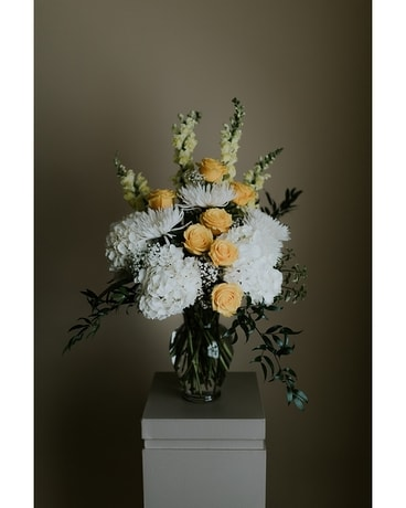 Evertide Large Vase Arrangement In Wyoming Mi Wyoming Stuyvesant