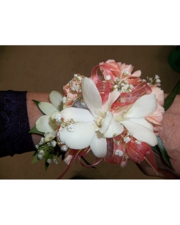 Prom corsages boutonnieres delivery waukesha wi flowers by cammy quick view prom corsage mightylinksfo