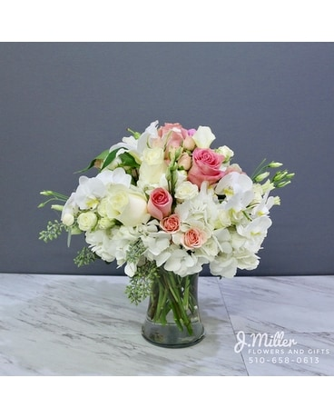 Chardonnay Rosé Flower Arrangement