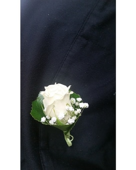 Simple and Sweet Boutonniere Flower Arrangement