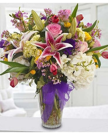 Magnificently Charming Bouquet Flower Arrangement