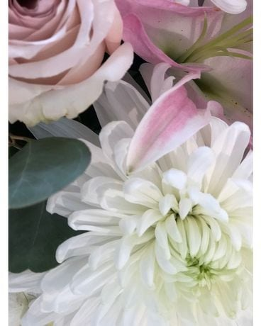 Soft Tone Design Flower Arrangement