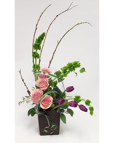 Curvy Cue Flower Arrangement